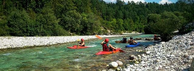 Canoé en rivière