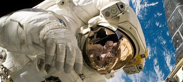 Astronaute dans l'espace
