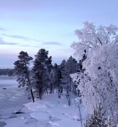 laponie-finlandaise-paysage-eneige.