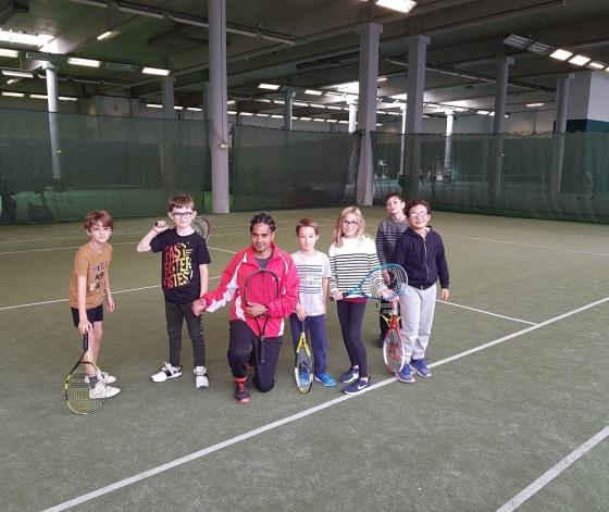Enfants participant à un stage Tennis Action