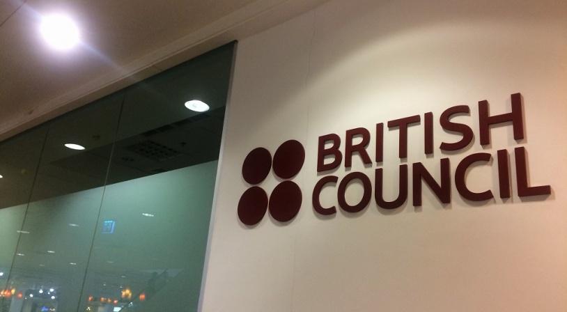 Couloir d'une école de langue certifiée par le British Council