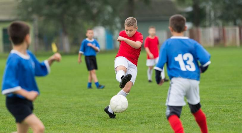 enfants en stage de football