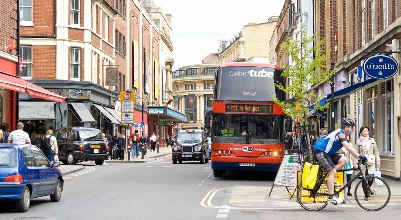 oxford-rue-avec-bus.