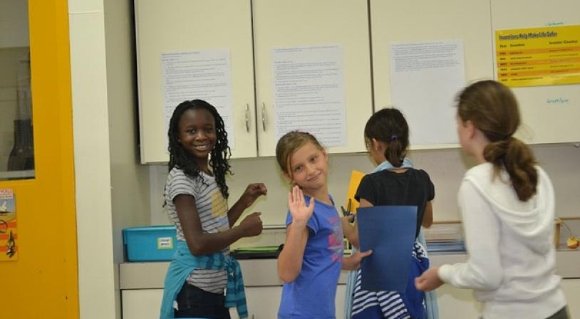 Ecolières scolarisées dans un classe bilingue