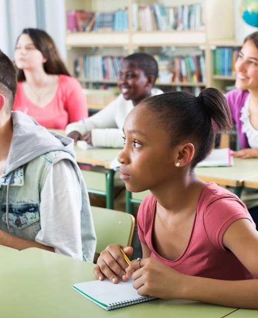 enfants en cours d'anglais