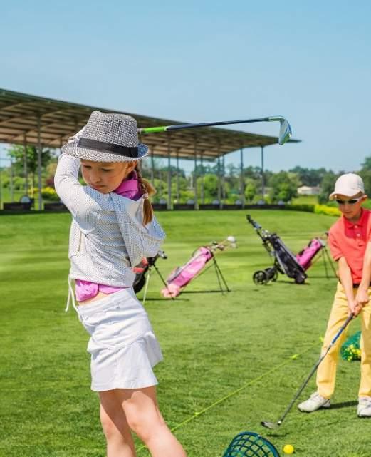 enfants-jouant-au-golf.