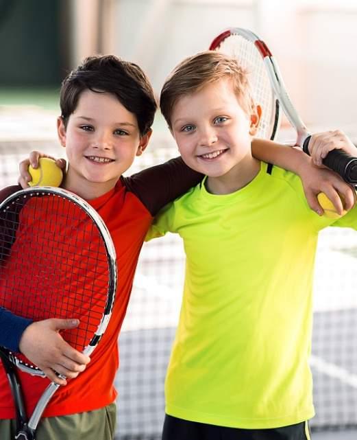 enfants-jouant-au-tennis.