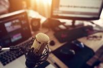 Micro dans un studio de radio anglaise